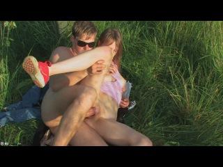 22-летние аболтусы устроили поебушки на поляне
